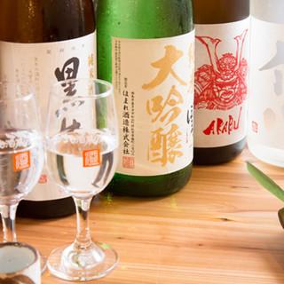 全国の蔵元から直接仕入れる約60種類の地酒。希少な銘柄も◎