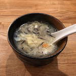 110543031 - チャーハンに付いているスープ。