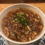 110543037 - 酸辣湯麺。