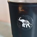 ショウゾウ コーヒー ストア - コーヒー(COLD)S@450円:ロゴに寄る。