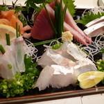 紋寿司 - 刺身盛り(鰹が特に良かった)