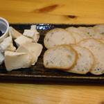 大衆酒場 YATSU the CAFE - チーズ盛り合わせ