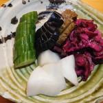 大衆酒場 YATSU the CAFE - 料理写真:漬物盛り合わせ