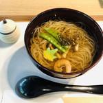 三輪山本 お食事処 - 山椒黒七味をたっぷりとかける♡