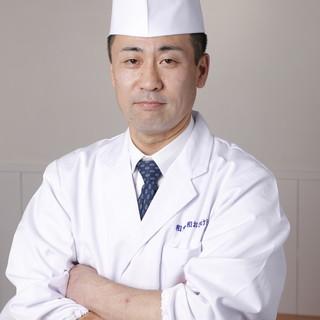【料理人が見えるカウンター】料理長勝見繁樹