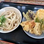 根ッ子うどん - 冷やぶっかけと天ぷら盛り合わせ。