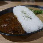 コスギカレー - 肉メインの深すぎヨーロピアン(ビーフ、きのこ、じゃがいも)の側のアップ
