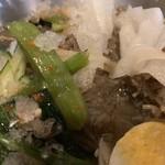チング - 「冷麺」接写。辛味成分も韓国料理らしからぬ呈で、特に目立っては掛けられてはおらず、何とも一抹の淋しさは拭い切れない。