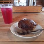 四国食べる商店 - びわとココアのマフィン&赤紫蘇ジュース