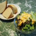 aqua - ランチのミニサラダとフォカッチャ