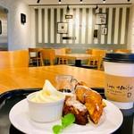 カフェ エミタス - 料理写真:ケーキセット{果実のパウンド~フレンチトースト仕立て~}630円(税込)