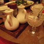 湖陽樹 - 温められた紹興酒にザラメ(砂糖)を入れます