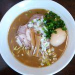 麺や 高野 - 豚骨魚介醤油らぁ麺のアップ