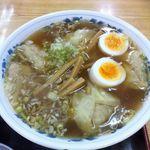 軽米食堂 - ワンタン麺(たまごトッピング)