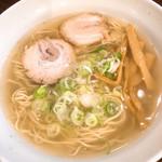 らーめん志士 - 料理写真:とってもキレイなスープの塩らーめん