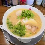 ラーメン男寿狼 - 鶏骨ラーメン味玉のせ