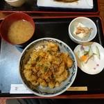 いね - 料理写真:かき揚げ丼880円