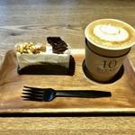 110614129 - カマンベールチーズのケーキ&カフェラテ