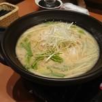 旨唐揚げと居酒メシ ミライザカ - 水餃子豚骨風味鍋
