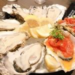 110617276 - 生牡蠣とオイスターカクテル