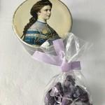 110633065 - 皇妃エリザベートの描かれた箱入りは 50g、袋入りは15g