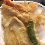 すしざんまい - 天ぷら盛り合わせ1180円。揚げたてサクサクで、とても美味しかったです(╹◡╹)