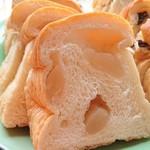 アマンド菓子店 - 白花豆パン