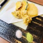 110638334 - 天ぷら盛り合わせ                       野菜五種 椎茸が1番美味しかった✨