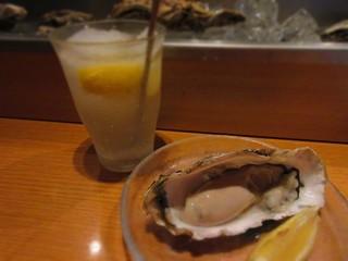 宮城の海の幸・山の幸・板前料理 晴れの日 - 海の幸セットの生牡蠣と柚子はちみつレモンのシャリハイ