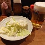 110644267 - 2019年5月 生ビール(中) 500円+税とキャベツ