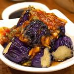 杭州小籠湯包 - 茄子と青唐辛子の炒め物