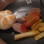 ガストハウス 44 - ドイツパンとソーセージとポテト