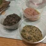 PATE屋 - 料理写真:レバーパテ、いかの墨煮、スモークしたかきとほうれん草のペースト、