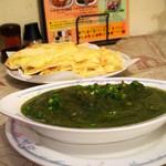 インド料理 ドルーガ - 料理写真:ほうれん草と豆のカレー&チーズナン