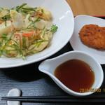 110660089 - 海老と揚げ餅のぶっかけ(温かいうどん),牛スジコロッケ