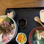一歩 - 海鮮丼並¥1.000見た目よりご飯多くて少食の方注意!!
