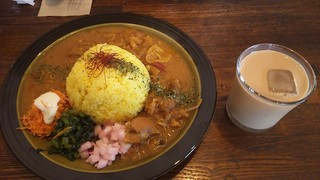 monokaki. - チキンカレー&アイスチャイ。