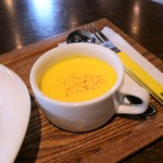ドルフィン カフェ - ニンジンとアーモンドの冷製スープ
