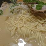 ラーメン奈々 - 麺アップ
