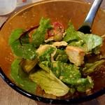 110673114 - よく混ぜたサラダを別皿に出しますた。