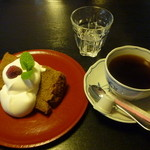 茶房こでまり - 紅茶のシフォンケーキとブレンドコーヒーのセット780円