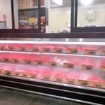 岡西精肉店 - 精肉店なので、もちろんお肉も売っています(๑˃͈꒵˂͈๑)