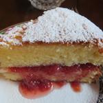110702376 - ビクトリアンケーキ ちょっとコンフィチュールが私には甘かったです。
