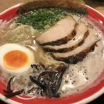 麺堂 香 - 泡立つスープ