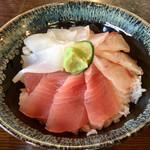 まぐろや 柳橋 - 三色丼  ①天然鮪  ②ハタマス(クエの仲間)  ③たるいか
