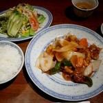 11073023 - 酢豚定食(まだスープが来てない) 940円