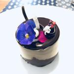 110740945 - 「ティファニーで朝食を」のブラックドレスを着た、オードリー・ヘップバーンをイメージ♡
