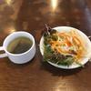 ステーキ屋 暖手 - 料理写真:サイドメニューのスープとサラダ 無料
