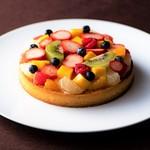 KITANO CLUB - 料理写真:タルト・フリュイ(季節フルーツのタルト)