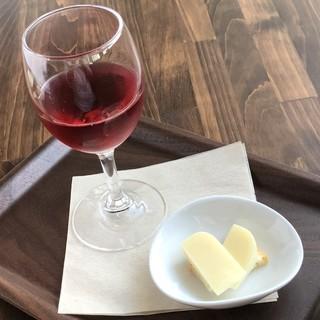 チーズ2種とグラスワインのセット